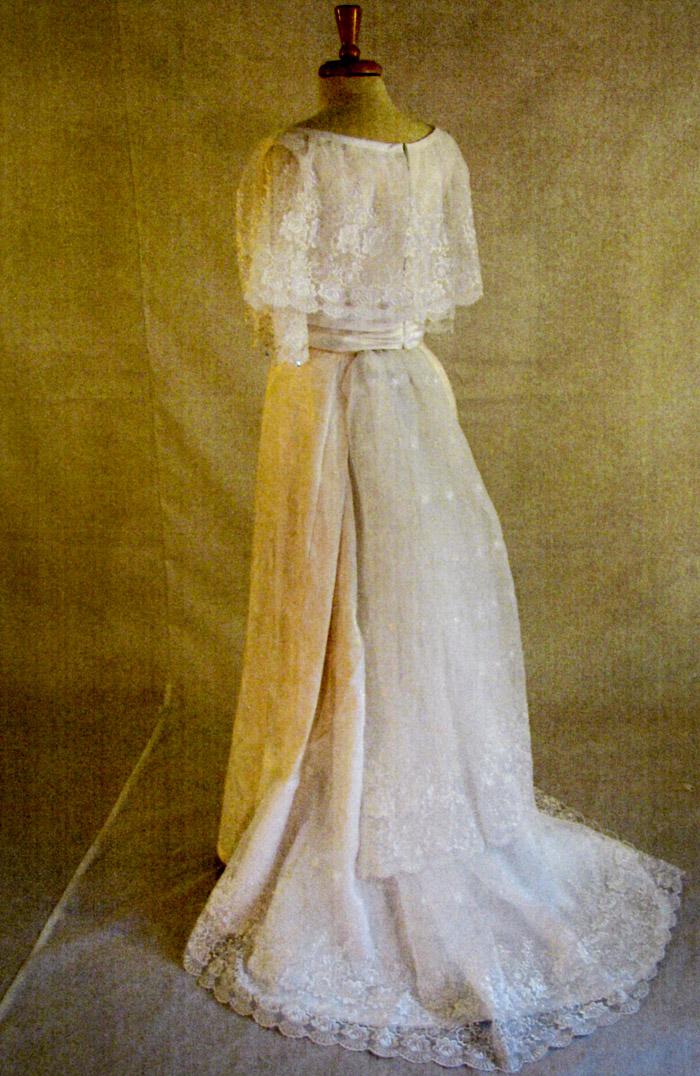 Bridal gowns 1907 edwardian wedding dress for Wedding dress display at home